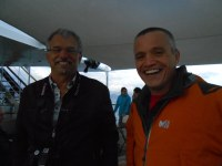 4. Didier et Simon  gardent le sourire dans la tempête.